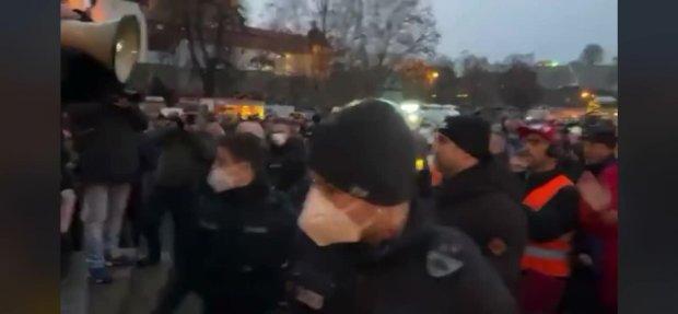 Hinterhältiger Angriff durch Polizisten (Nachtrag Erfurt) - Merkels Schlägertrupps