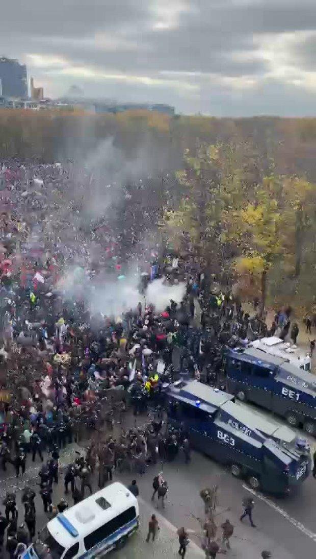 Polizeigewalt gegen friedliche Demonstranten!!_05_18.11.2020